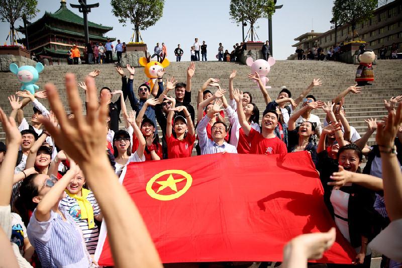习近平:加强对五四运动和五四精神的研究 激励广大青年为民族复兴不懈奋斗