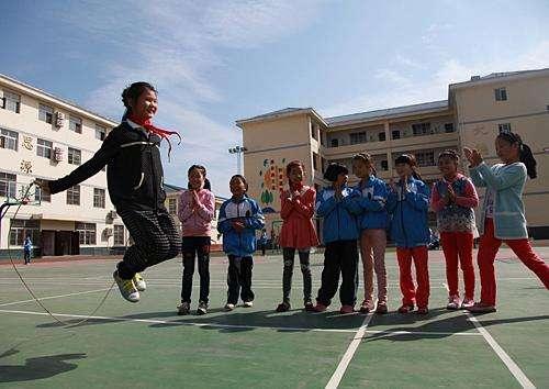 70年中国教育:不让一个孩子因贫困失学!