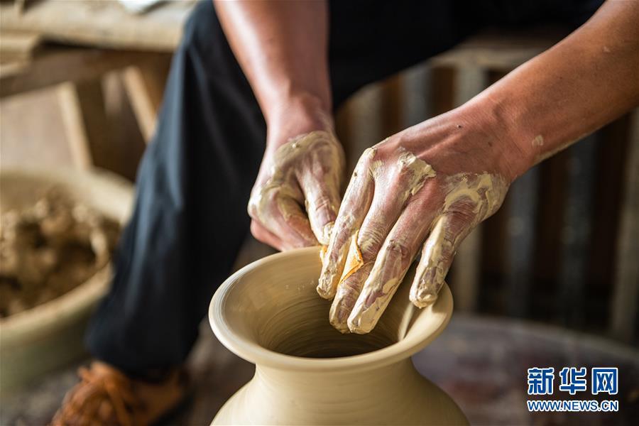 花茂村里的土陶艺人
