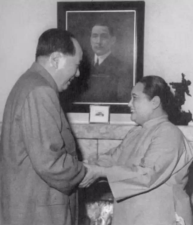 毛主席与宋庆龄合影