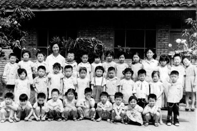"""成都市第十一幼儿园和""""共和国友谊勋章""""获得者伊莎白的故事"""